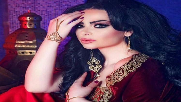 ديانا كرازون تشجع الفيصلى الأردنى فى نهائى البطولة العربية