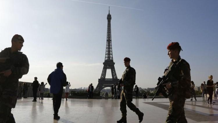 مركبة تدهس جنوداً فرنسيين في احدى ضواحي باريس