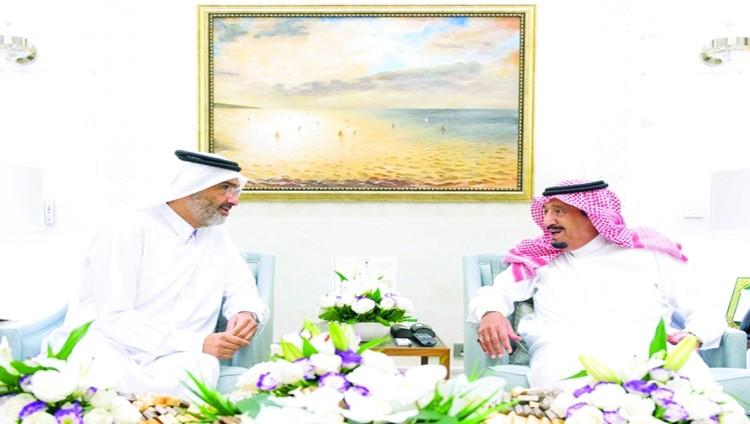 الملك سلمان يستقبل عبدالله آل ثاني