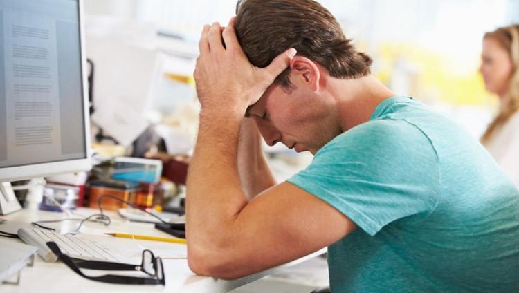 الرجال أكثر عرضة للمشاكل العقلية بسبب العمل