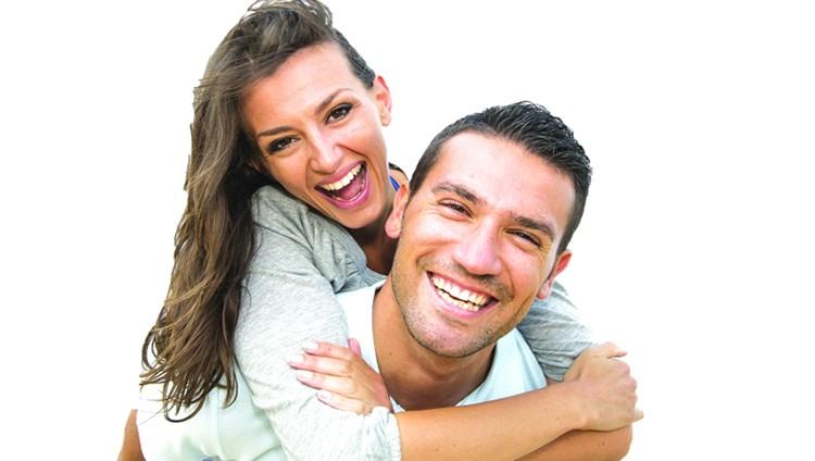 المتزوجون يتمتعون بصحة أفضل من العزاب والمطلقين