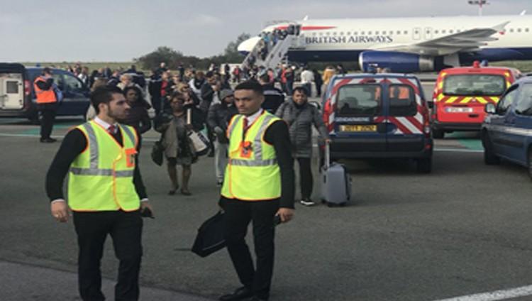 إخلاء طائرة بريطانية في باريس لأسباب أمنية
