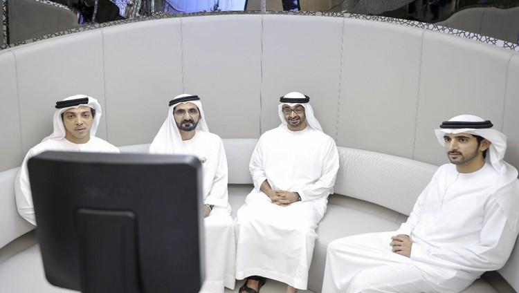 محمد بن راشد ومحمد بن زايد يزوران مقر المسرعات الحكومية