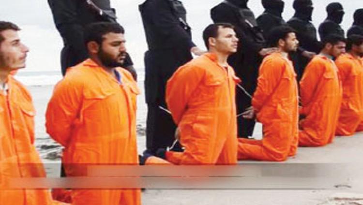 انتشال جثث 21 مصرياً قبطياً ذبحهم «داعش» في ليبيا
