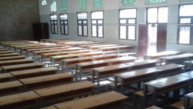 الحوثي يواجه إضراب المعلمين بتأجيل الدراسة