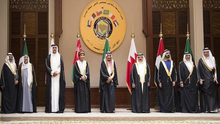«عكاظ» السعودية: مصادر ترجح تأجيل القمة الخليجية 6 أشهر