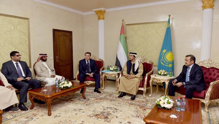 منصور بن زايد يلتقي النائب الأول لرئيس وزراء كازاخستان