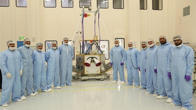 """""""مركز محمد بن راشد للفضاء"""" يعلن نجاح """"خليفة سات"""" في إختبار فتح الألواح الشمسية"""