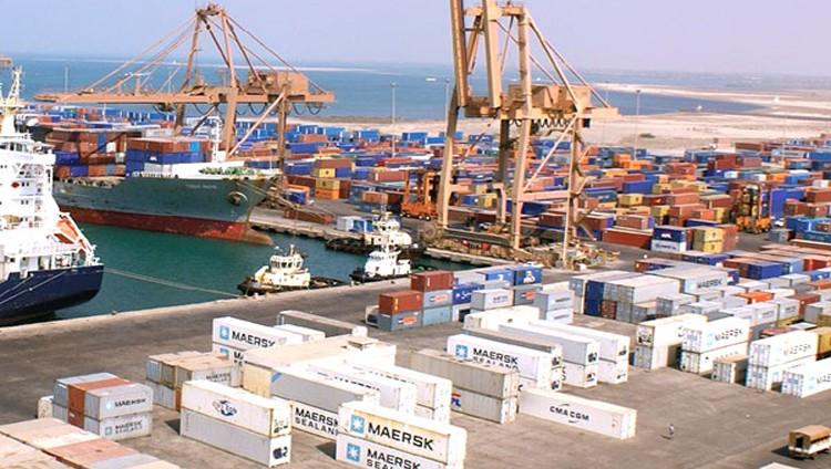 التحالف باليمن: ميناء الحديدة سيبقى مفتوحا
