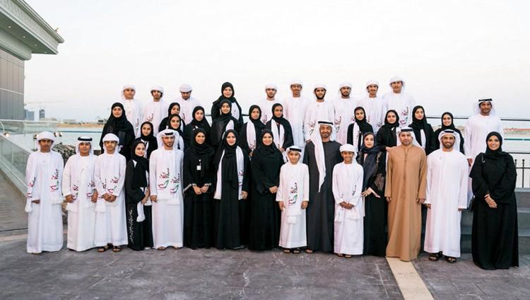 محمد بن زايد يلتقي الطلاب المشاركين في «رحلة الاتحاد»