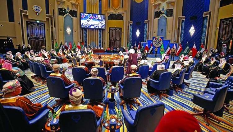 قمة الكويت تتمسك بمجلس التعاون وتدين إيران