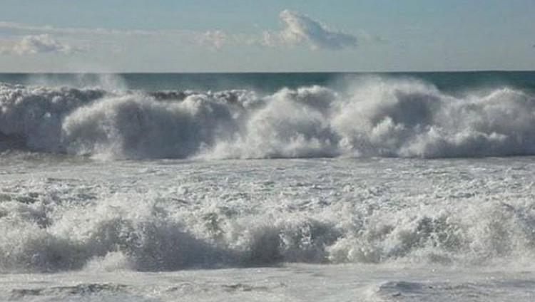 «الأرصاد» يحذر من ارتياد البحر