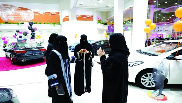 معرض سيارات للنساء فقط في جدة