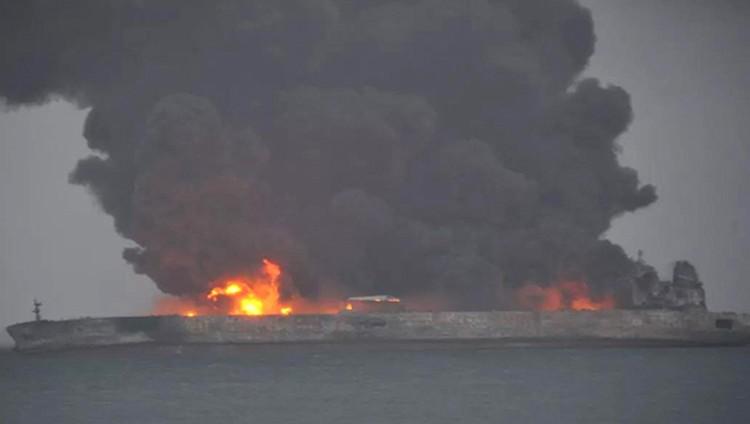 فقدان عشرات الإيرانيين إثر اصطدام سفينتين