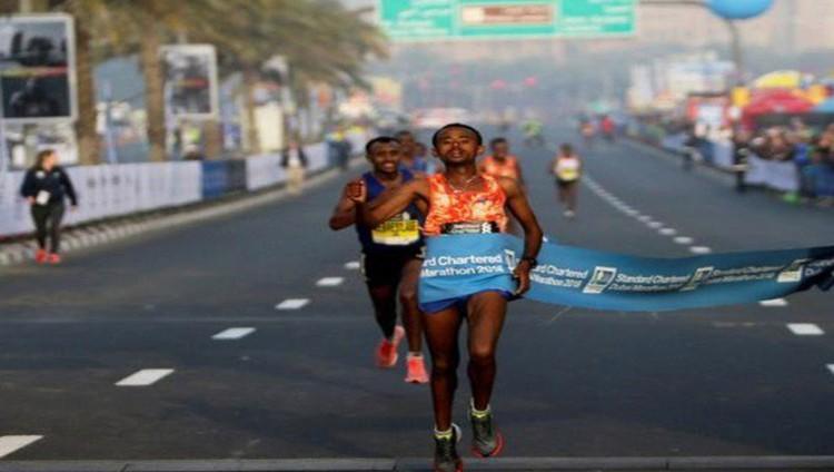 الإثيوبي موسينت جيريميو يتوج بلقب ماراثون دبي