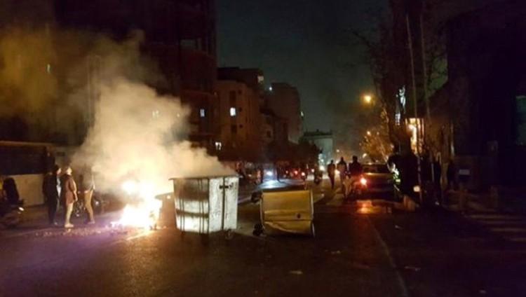 الانتفاضة تضع نظام ملالي طهران بين الانهيار والتصدّع