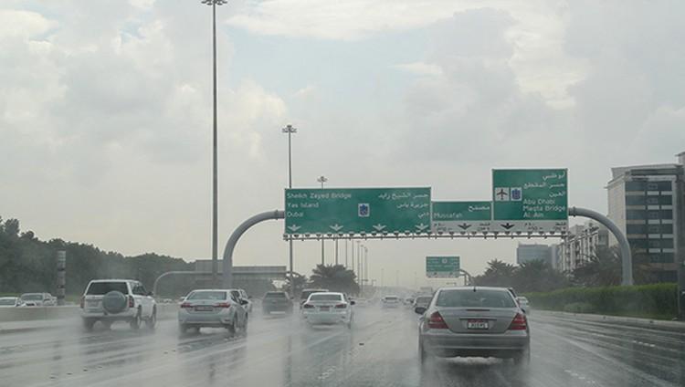 هطول أمطار غزيرة على أبوظبي ومختلف مناطق الدولة