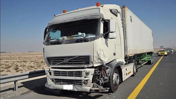 «شرطة أبوظبي»: توقيف سائق شاحنة عرض حياة الغير للخطر بحادث الضباب