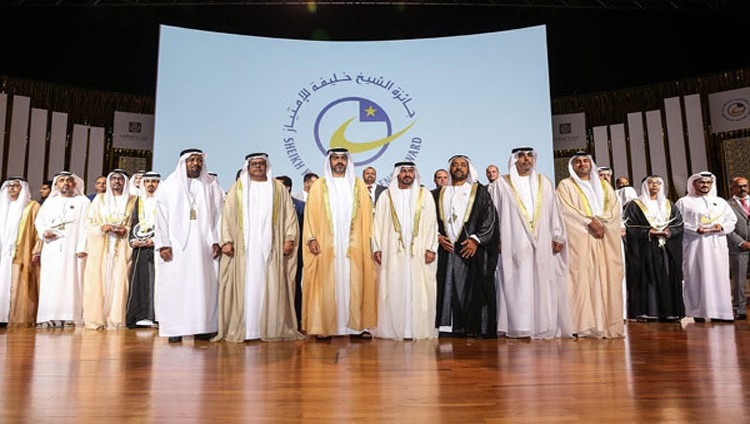 حامد بن زايد يكرم المؤسسات والشركات الفائزة بجائزة الشيخ خليفة للامتياز