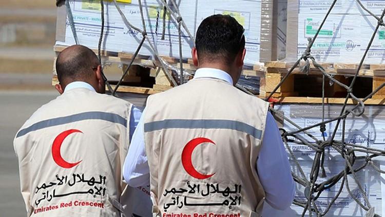 «الهلال الأحمر» يغيث عددًا من الأسر المحتاجة في عدن