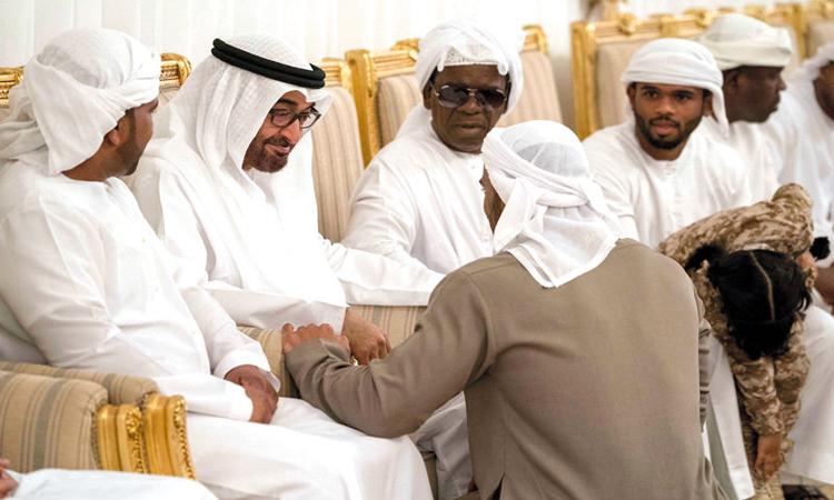 محمد بن زايد يقدم واجب العزاء في شهيدي الوطن المسماري والأحمد