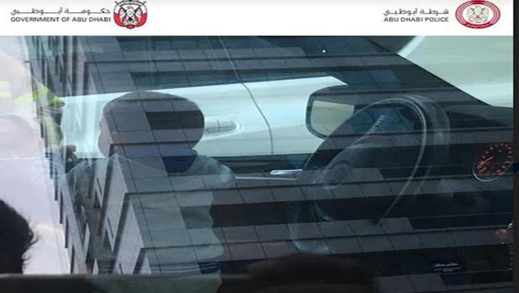 شرطة أبوظبي تنقذ طفلاً ترك بمفرده داخل مركبة بالبطين