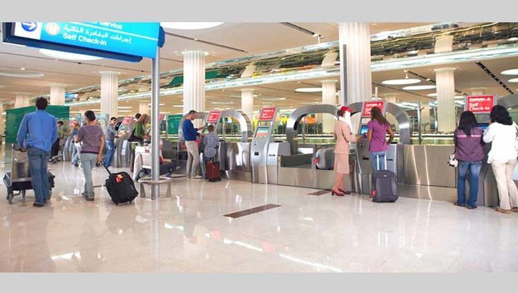 محمد بن راشد: فريق مطار دبي الأفضل عالمياً