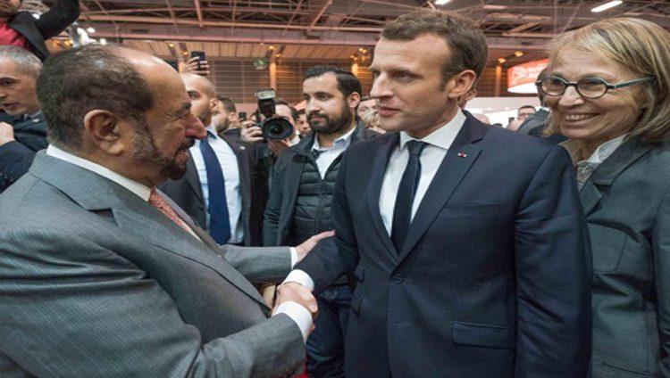 سلطان يلتقي ماكرون في جناح الشارقة بمعرض باريس للكتاب