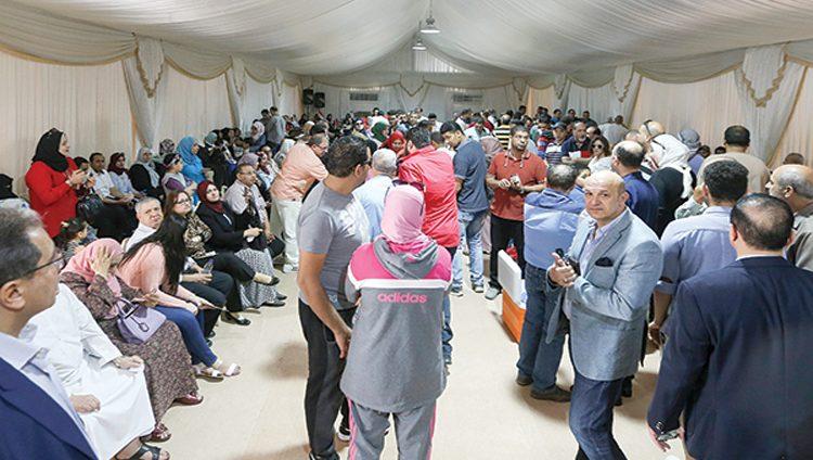 الآلاف يتوافدون على سفارة مصر بأبوظبي في أول أيام الانتخابات الرئاسية