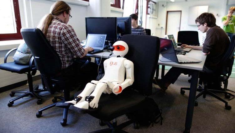 الآلات والبشر معاً في مؤسسات الإمارات خلال 5 سنوات