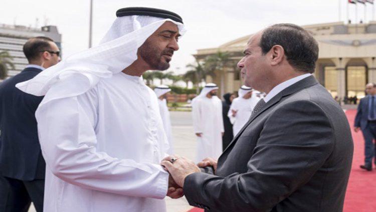 محمد بن زايد يغادر القاهرة والسيسي يتقدم مودعيه