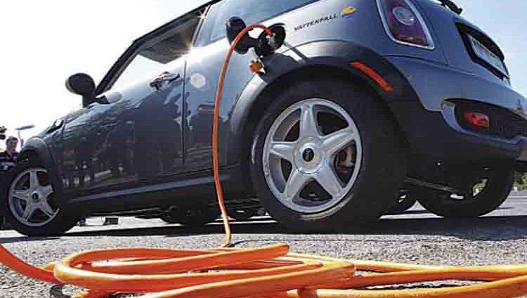 تقنية جديدة لشحن السيارات الكهربائية «عن بعد»