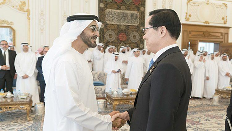 محمد بن زايد ووزير الدفاع الكوري يبحثان علاقات التعاون