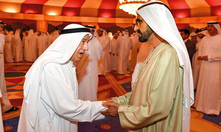 محمد بن راشد يستقبل المهنئين بشهر رمضان