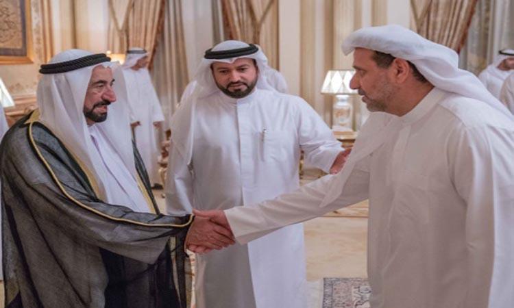 سلطان يواصل استقبال المهنئين بشهر رمضان الفضيل