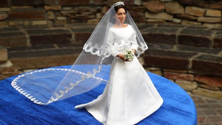 """""""دمية"""" ميغان تظهر في أميركا بعد ساعات من الزفاف"""