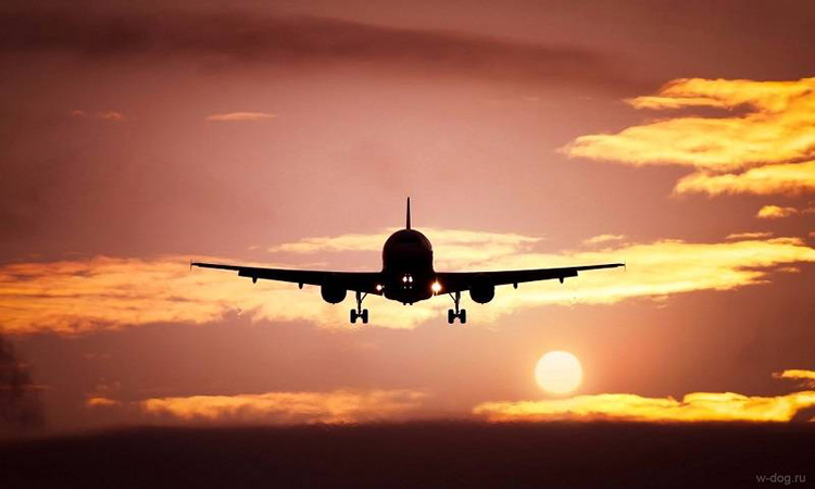 """""""مزحة"""" تتسبب في تأخر إقلاع طائرة وإعادة فحص 207 ركاب"""