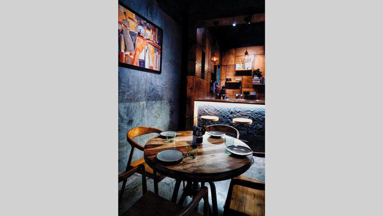 «3 فلس» يتصدر مطاعم الشباب بالفحم والحجر وآيس كريم كرك