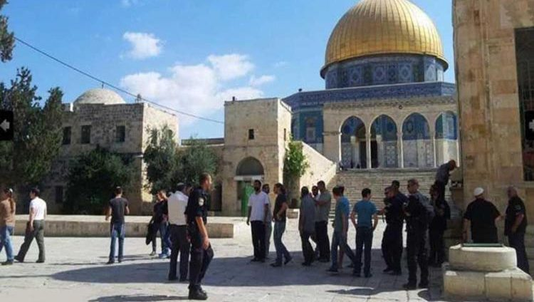 مستوطنون يقتحمون الأقصى والاحتلال يعتقل 16 فلسطينياً بالضفة