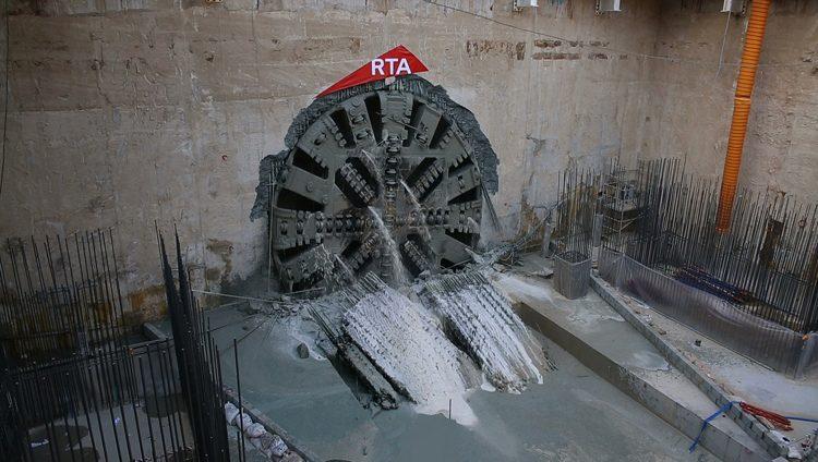 «طرق دبي» تنتهي من أعمال حفر نفق مسار 2020