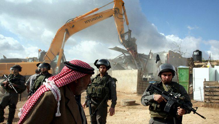 الاحتلال الإسرائيلي يعتقل 13 فلسطينياً ويهدم منزلاً في الضفة المحتلة