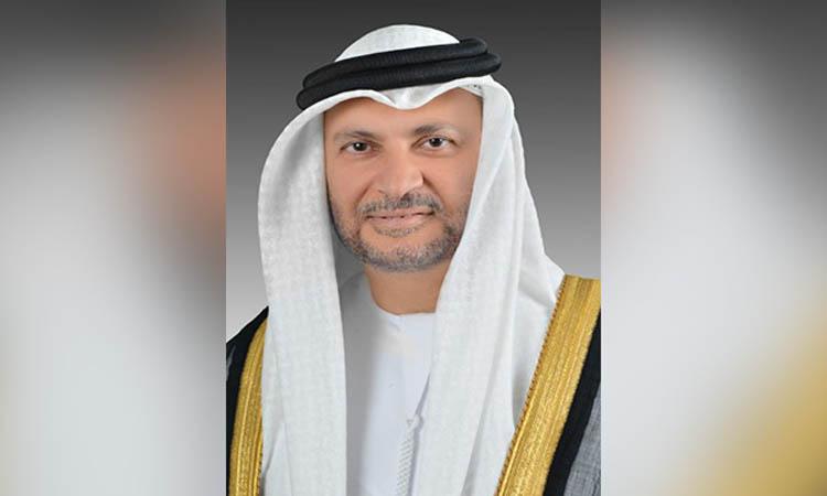 قرقاش: منع قطر مواطنيها من الحج تخبط
