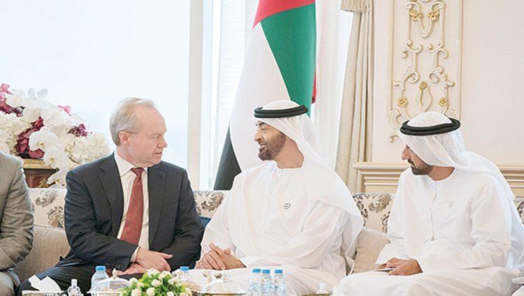 محمد بن زايد يبحث مع رئيس «رايثيون» لصناعات الأنظمة الدفاعية فرص التعاون المشترك