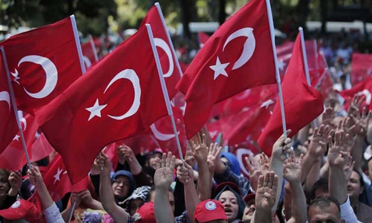 إقالة أكثر من 18 ألف موظف حكومي في تركيا