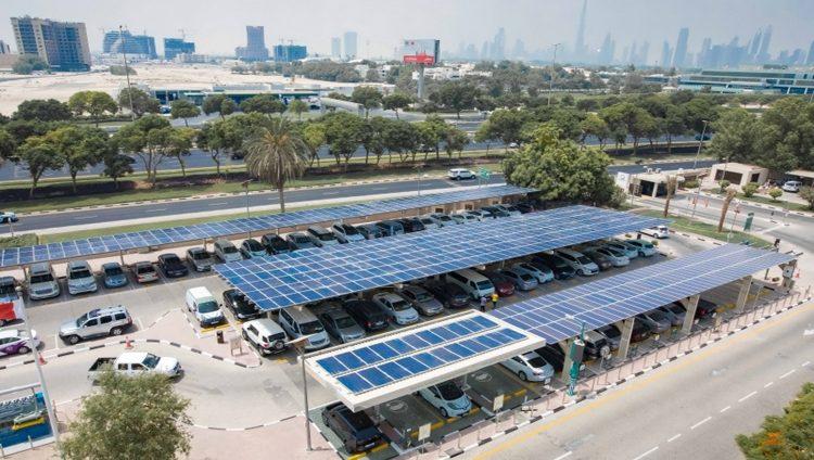 تشغيل مشروع «الطاقة الشمسية» في مواقف وزارة البيئة و«كهرباء دبي»