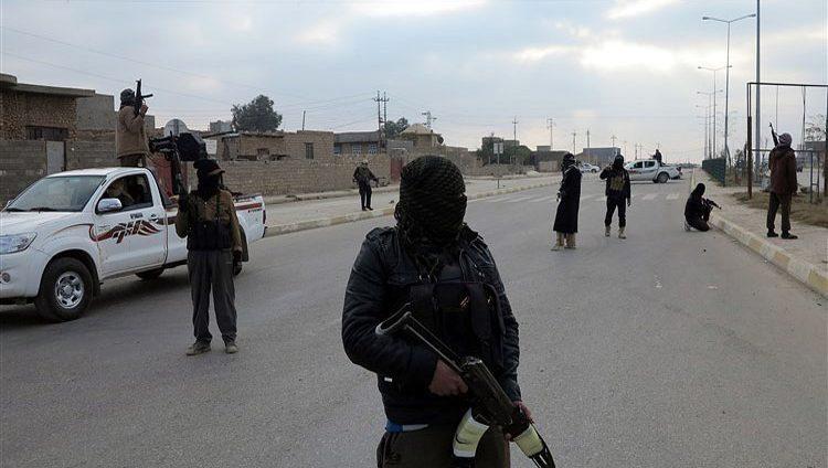 """خبراء: """"داعش"""" يعيد هيكلته من أجل البقاء"""