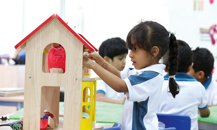 مدارس خاصة في أبوظبي تُلزم ذوي الطلبة بتحرير شيكات بكامل رسومها مع بداية العام الدراسي