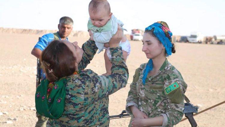 أطفال ونساء نجحن بالهروب من جحيم «داعش» في البوكمال