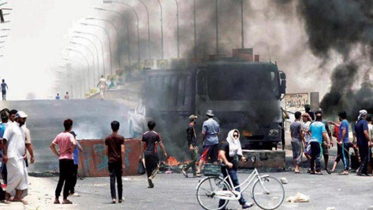مقتل 3 عراقيين وإصابة 50 آخرين في اضطرابات البصرة