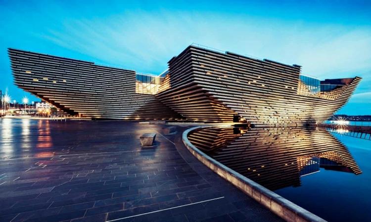 متحف فكتوريا وألبرت الاسكتلندي.. تحفة معمارية تحط على الماء